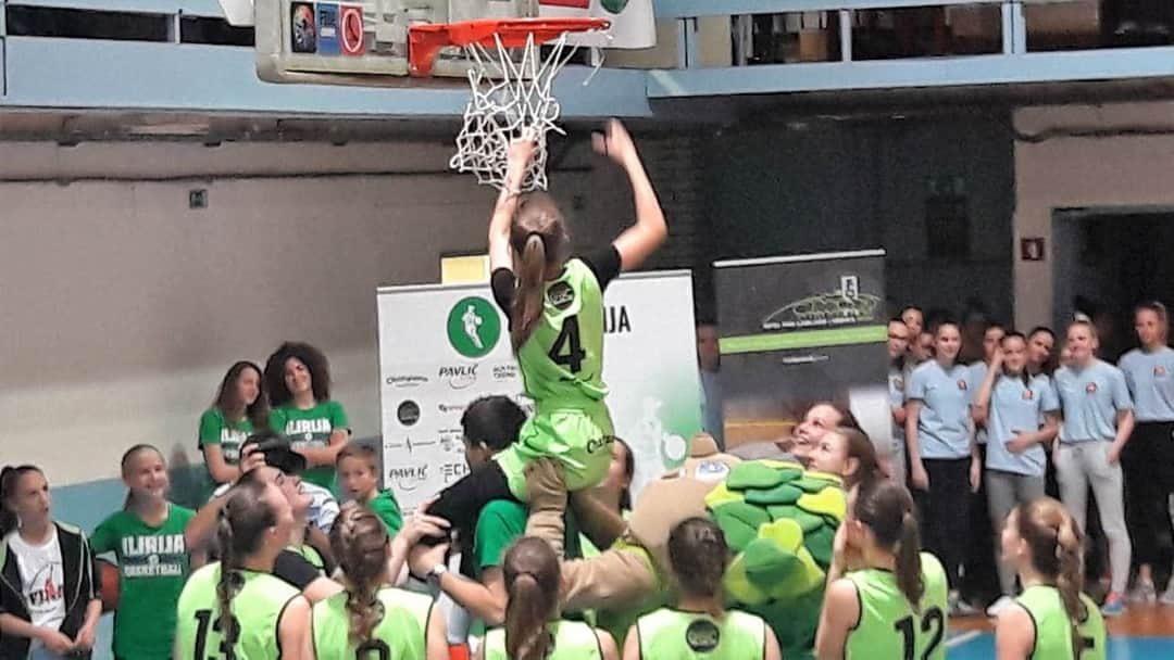 Ženski košarkaški ekipi U15 kluba ŽKK Ilirija čestitamo..